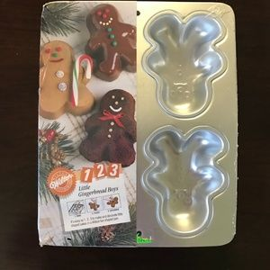 Wilton Little Gingerbread Boys 4-cav Cake Pan NWT